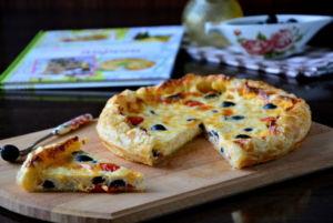 Запеканска из курицы, сыра и маслин