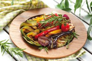 Салат с баклажанами и авокадо