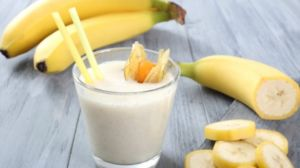 Коктейль с бананом и апельсином