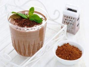 Коктейль с творогом и какао
