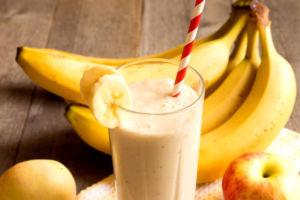 Коктейль из яблок и бананов