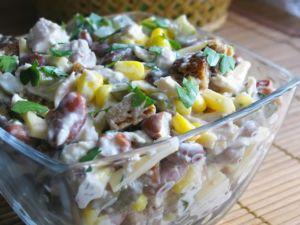 Салат из фасоли, шампиньонов и курицы