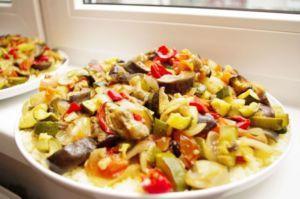 Тарелка с тушеными овощами