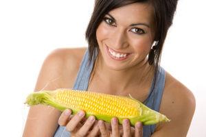 Девушка с кукурузой