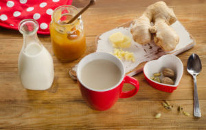 Чай с имбирем и молоком