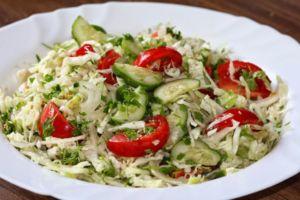Салат из помидоров и капусты
