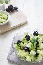 Салат из ежевики и дыни